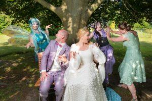 Hochzeitspaar mit Elfen