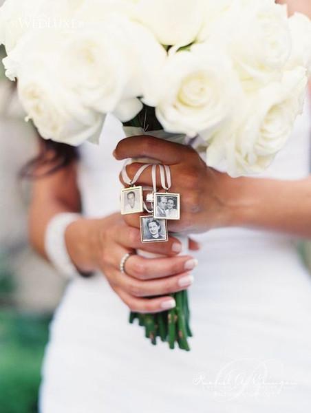Brautstrauß mit Medaillon