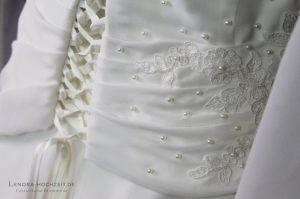 Design & Copyright: Lenora ® Nahaufnahme Lenora Brautmode